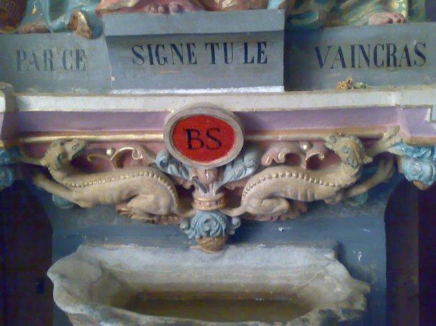 Detalle de la estatua que se encuentra en la pequeña capilla de Reneès le Chateaux